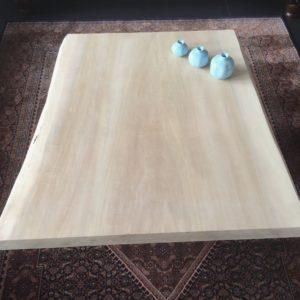 Tafel met tafelblad van gebleekt hout