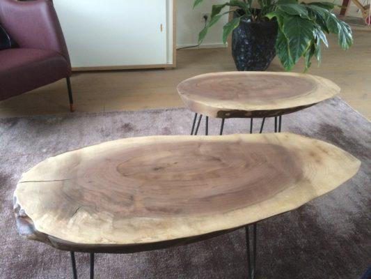Tweedelig salontafelset van Amerikaanse notenhout