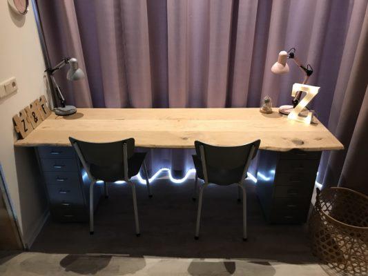 Lang bureau voor twee personen