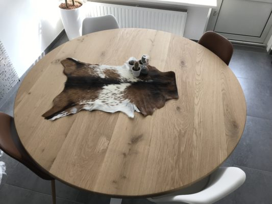 Koevel op ronde tafel