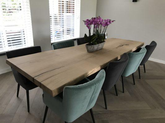 Lange tafel voor acht personen